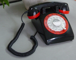 STP1960 Two Tone Retro Rotary Phone - Click on image to enlarge